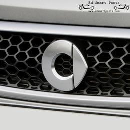 Chickenhead Logo / embleem / badge voor de grille aan de smart fortwo 451 facelift model (vanaf 2012)