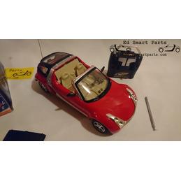 R/C Smart roadster Coupé - Rot 1:18 Maßstab